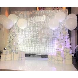 Новогодняя фотозона  с белыми ёлками